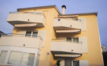 Rogoznica, Rogoznica, Property 17106 - Apartments with pebble beach.