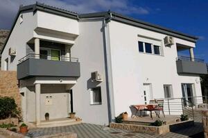Apartamenty z parkingiem Starigrad (Paklenica) - 17113
