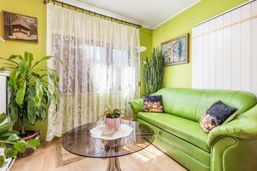 Škrljevo, Living room in the apartment, (pet friendly).