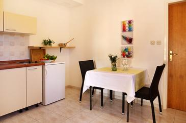 Sveta Nedilja, Comedor in the apartment, air condition available y WiFi.