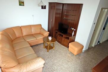 Tučepi, Obývacia izba v ubytovacej jednotke apartment, klimatizácia k dispozícii a WiFi.