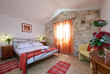 Drvenik Veliki, Spavaća soba u smještaju tipa room, kućni ljubimci dozvoljeni i WiFi.