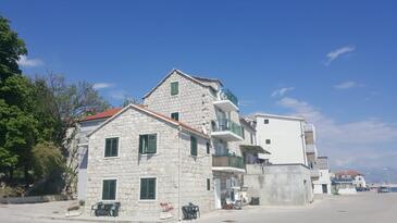 Kaštel Kambelovac, Kaštela, Obiekt 17188 - Apartamenty przy morzu ze żwirową plażą.