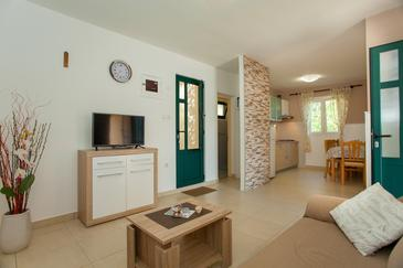 Gabrica, Living room in the house, air condition available and WiFi.