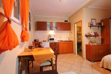 Lopud, Dining room in the studio-apartment, air condition available and WiFi.