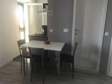 Krilo Jesenice, Salle à manger dans l'hébergement en type studio-apartment, WiFi.