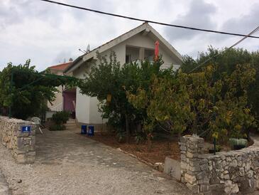 Vinišće, Trogir, Objekt 17210 - Ubytování v blízkosti moře s kamenitou pláží.