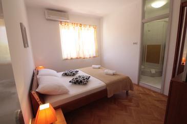 Novalja, Спальня в размещении типа room, доступный кондиционер и WiFi.