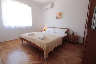 Novalja, Bedroom in the room, air condition available and WiFi.