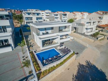 Novalja, Pag, Объект 17216 - Апартаменты с галечным пляжем.