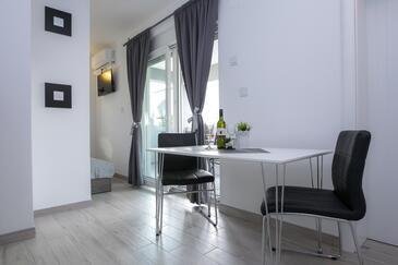 Novalja, Jídelna v ubytování typu studio-apartment, WiFi.