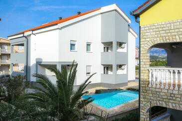 Novalja, Pag, Объект 17228 - Апартаменты с галечным пляжем.