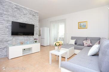 Slatine, Obývací pokoj v ubytování typu house, s klimatizací a WiFi.