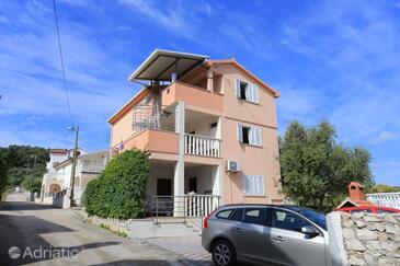 Slatine, Čiovo, Property 17234 - Apartments near sea with pebble beach.