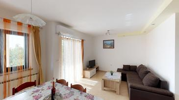 Vilanija, Living room in the apartment, air condition available and WiFi.