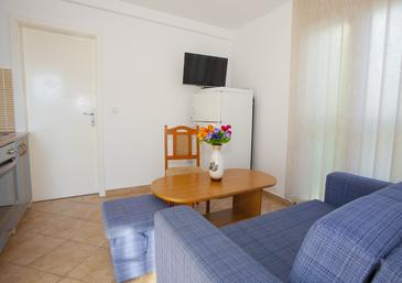 Sumartin, Living room in the apartment, air condition available and WiFi.