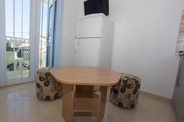 Sumartin, Dining room in the studio-apartment, WiFi.