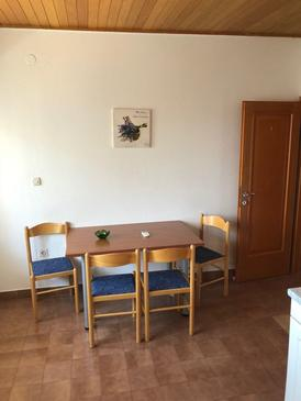 Baška Voda, Dining room in the apartment, air condition available and WiFi.