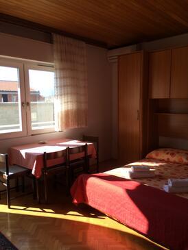 Baška Voda, Dining room in the apartment, WiFi.