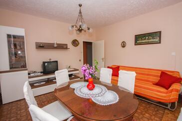 Arbanija, Living room in the apartment, WiFi.