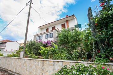 Arbanija, Čiovo, Property 17280 - Apartments by the sea.