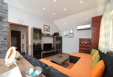 Supetar, Dnevni boravak u smještaju tipa apartment, dostupna klima i WiFi.
