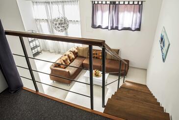 Dugi Rat, Camera di soggiorno nell'alloggi del tipo studio-apartment, condizionatore disponibile e WiFi.