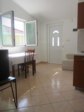 Biograd na Moru, Jedáleň v ubytovacej jednotke apartment, klimatizácia k dispozícii a WiFi.