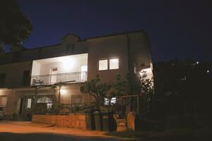 Apartments with a parking space Postranje (Zagora) - 17317
