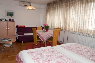 Zagreb, Esszimmer in folgender Unterkunftsart studio-apartment, Klimaanlage vorhanden und WiFi.