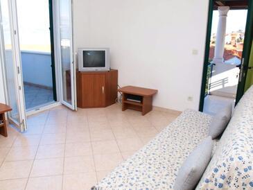 Postira, Obývací pokoj v ubytování typu apartment, s klimatizací, domácí mazlíčci povoleni a WiFi.