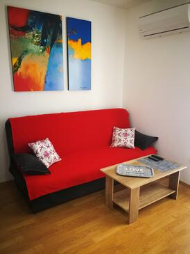 Ražanj, Sala de estar in the apartment, air condition available y WiFi.