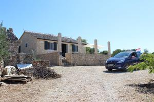 Secluded house with a parking space Supetar (Brac) - 17330