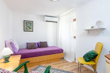 Buzet, Obývací pokoj v ubytování typu apartment, s klimatizací, domácí mazlíčci povoleni a WiFi.