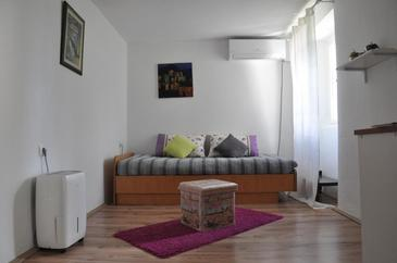 Buzet, Living room in the apartment, air condition available, (pet friendly) and WiFi.