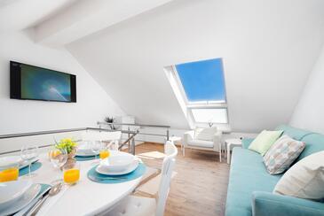Škrip, Obývací pokoj 1 v ubytování typu house, s klimatizací a WiFi.