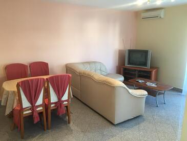 Pag, Camera de zi în unitate de cazare tip apartment, aer condiționat disponibil, animale de companie sunt acceptate şi WiFi.