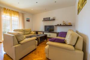 Apartments with a parking space Novi Vinodolski - 17359