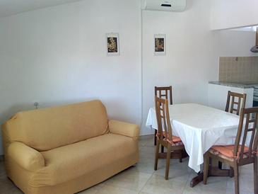 Tkon, Nappali szállásegység típusa apartment, légkondicionálás elérhető és WiFi .