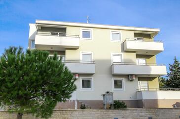 Novalja, Pag, Объект 17364 - Апартаменты с галечным пляжем.