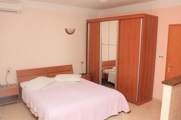 Mošćenička Draga, Ložnice v ubytování typu studio-apartment, s klimatizací a WiFi.