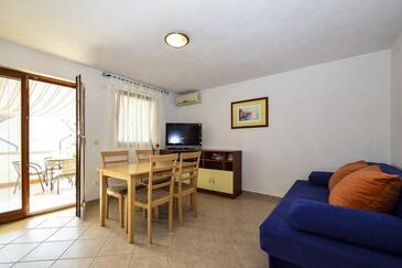 Drage, Pokój dzienny w zakwaterowaniu typu apartment, Dostępna klimatyzacja i WiFi.