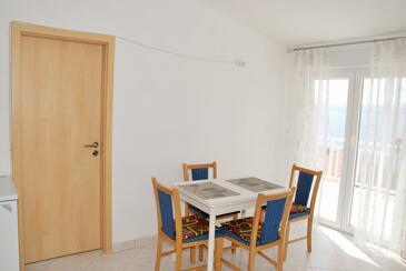 Lokva Rogoznica, Jídelna v ubytování typu apartment, s klimatizací a WiFi.