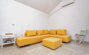 Pitve, Salon dans l'hébergement en type house, climatisation disponible, animaux acceptés et WiFi.