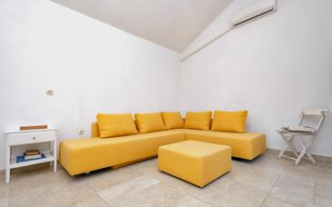 Pitve, Living room in the house, air condition available, (pet friendly) and WiFi.