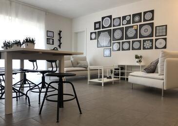 Milna (Zastražišće), Nappali szállásegység típusa apartment, légkondicionálás elérhető és WiFi .