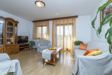 Rakotule, Гостиная в размещении типа house, доступный кондиционер, Домашние животные допускаются и WiFi.