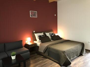 Oštarski Stanovi, Dormitorio in the room, air condition available y WiFi.