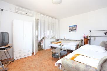 Kaštel Stari, Dnevna soba v nastanitvi vrste apartment, dostopna klima in WiFi.