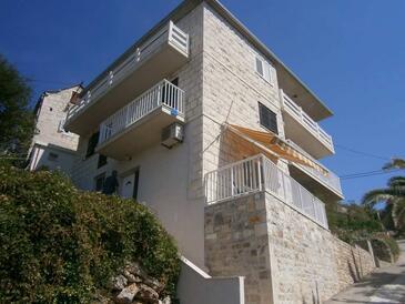 Povlja, Brač, Property 17472 - Apartments by the sea.